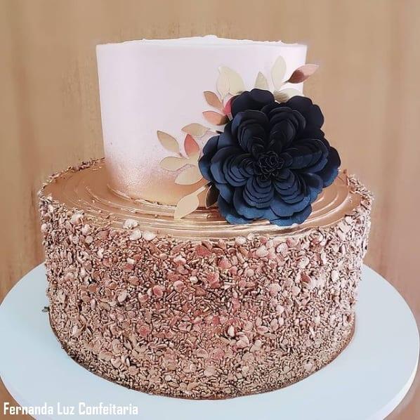 bolo de 2 andares rose gold decorado em preto