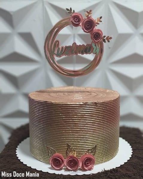 bolo de 1 andar decorado em rose gold e dourado