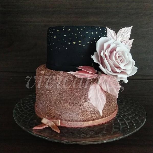 bolo de 2 andares com glitter rose gold e preto
