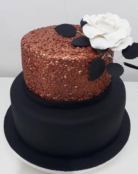 bolo de pasta americana preta com rose gold