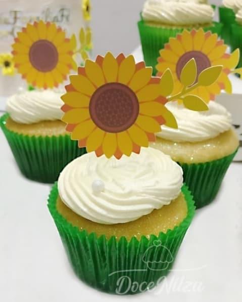 cupcake com topper de papel de girassol