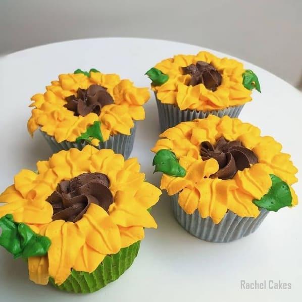 cupcake de girassol decorado em chantininho