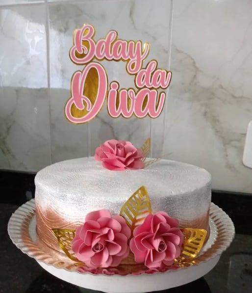 bolo de chantilly branco e rose e gold