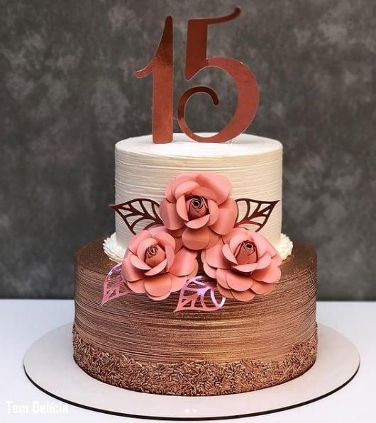 bolo de 15 anos de 2 andares rose gold