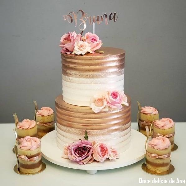 bolo de 2 andares rose gold e branco