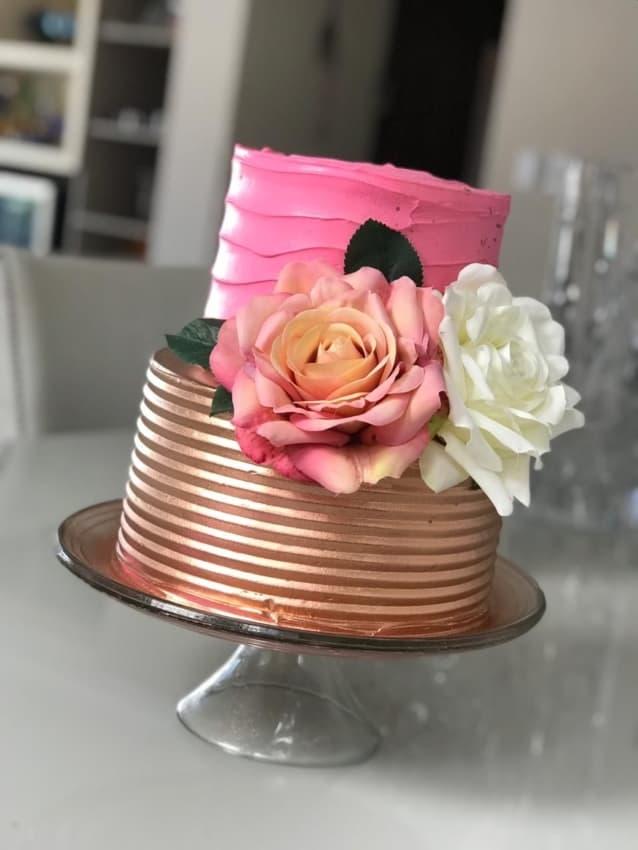 bolo de 2 andares metalizado e rosa