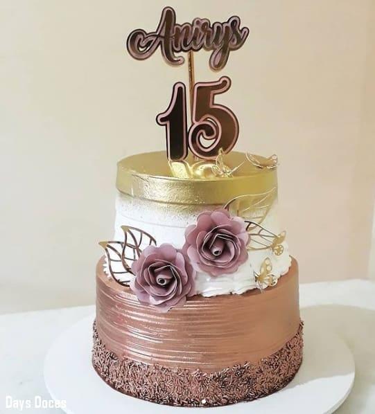 bolo de 2 andares em rose gold e dourado