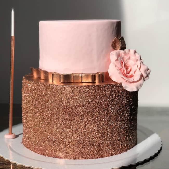bolo de pasta americana rosa e rose gold
