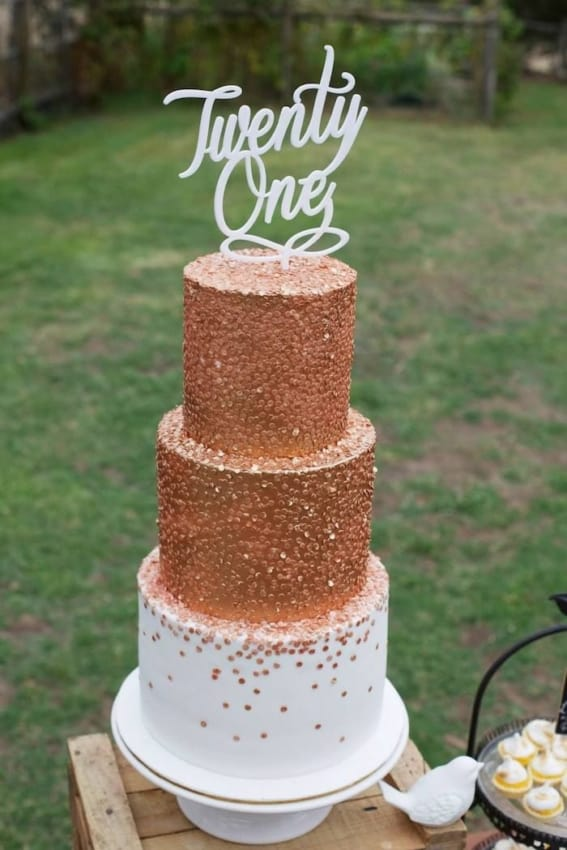 bolo de 3 andares rose gold e branco