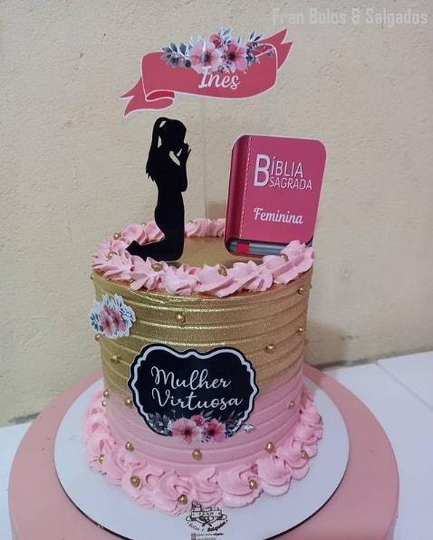 bolo decorado com topo feminino evangelico