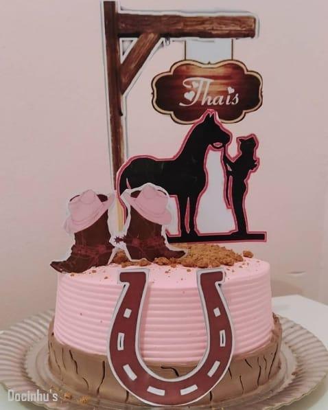 bolo com topo de cowgirl personalizado