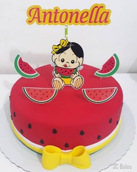bolo melancia da Magali decorado em pasta americana