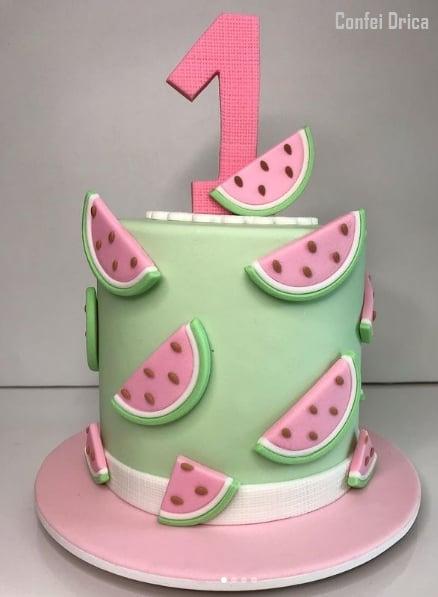 12 bolo melancia de pasta americana em rosa e verde