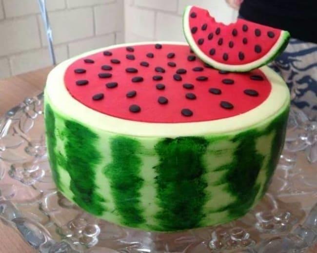 bolo de pasta americana com tema de melancia