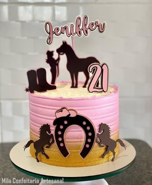 bolo rosa e dourado com topo feminino