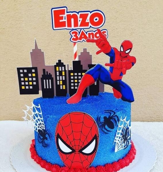 bolo decorado com topo de papel do Spider man