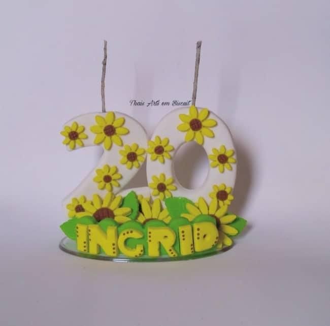 modelo de vela de biscuit com tema de girassol