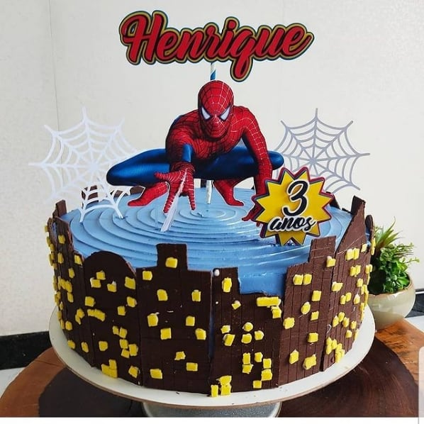 bolo Homem Aranha com topper personalizado