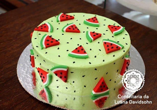 bolo simples com tema de melancia