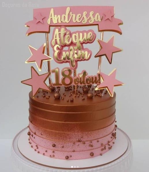 bolo de 18 anos rose com toppers