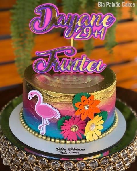 bolo flamingo com topo feminino de 30 anos