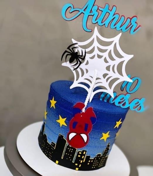 bolo mesversario com tema do Homem Aranha