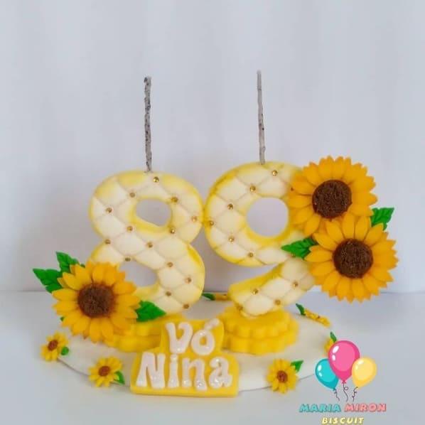 vela de biscuit personalizada com tema de girassol
