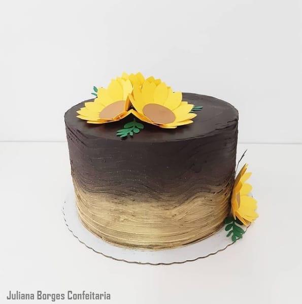 bolo de girassol simples com flor de papel