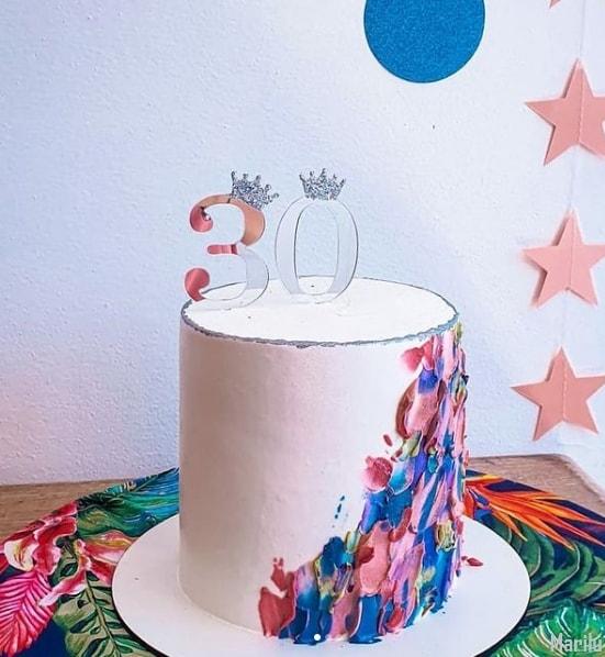 bolo feminino de 30 anos com topo espelhado