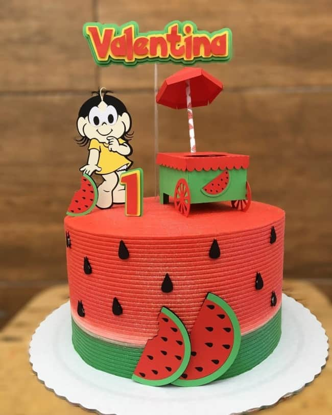 bolo redondo melancia decorado com toppers de papel da Magali