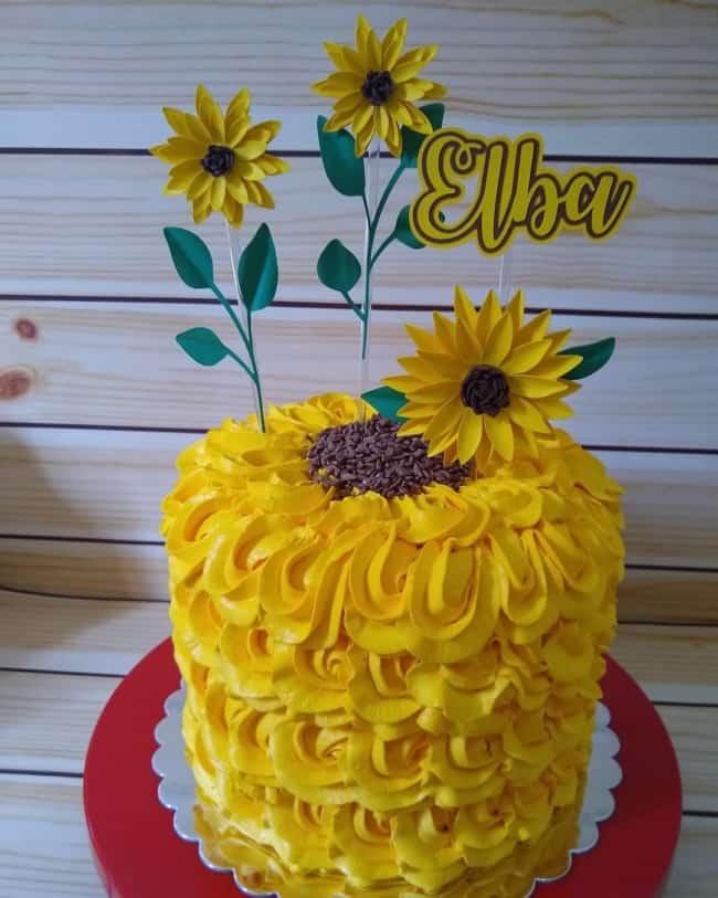 decoracao de bolo com flores de girassol em papel