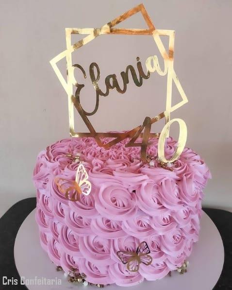 bolo feminino rosa com topo dourado de 40 anos