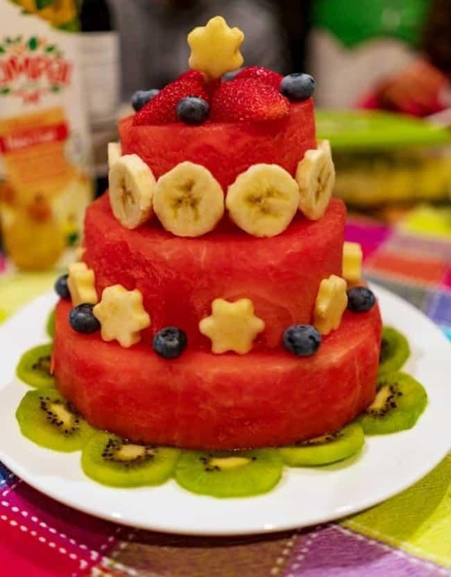 bolo de 3 andares de malancia com frutas