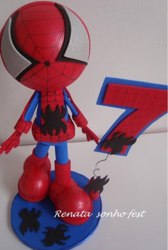 topo de EVA azul e vermelho para bolo Homem Aranha