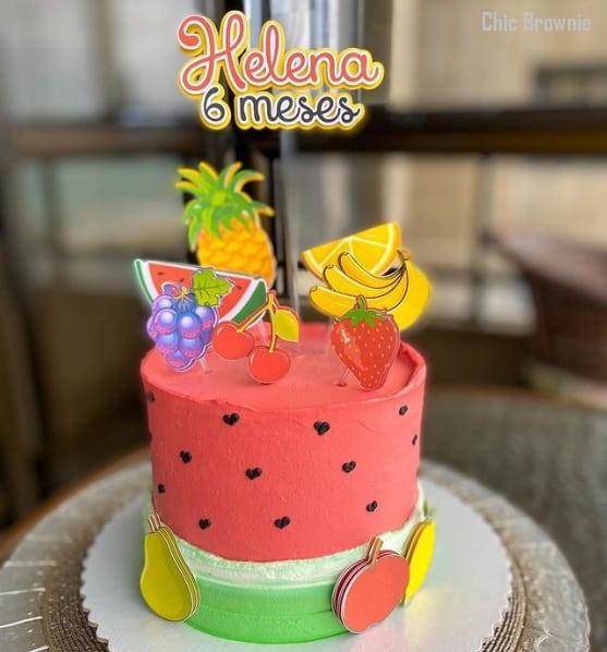 bolo melancia de chantilly com toppers de frutas