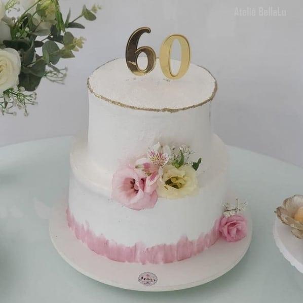 bolo de 2 andares com topo espelhado de 60 anos
