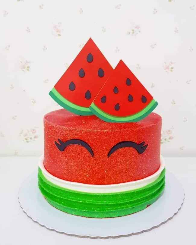 bolo redondo para mesversario com tema de melancia