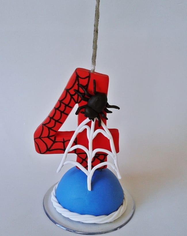 vela de biscuit do Homem Aranha para decoracao de bolo
