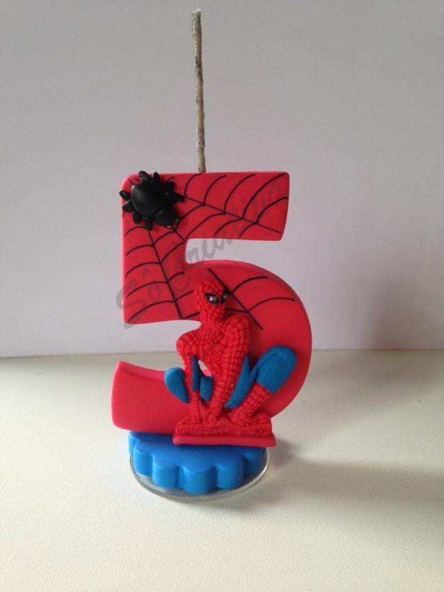 modelo de vela do Homem Aranha para topo de bolo