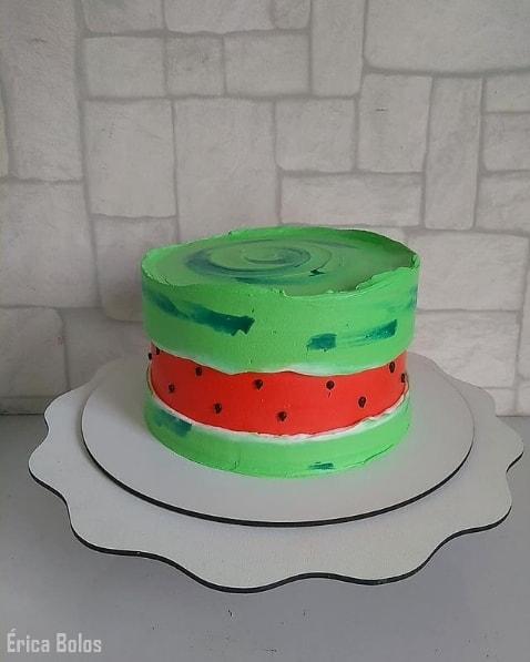 bolo melancia decorado com chantilly