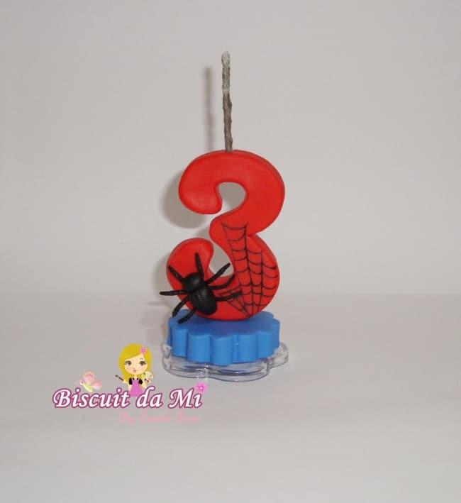 vela com tema do Homem Aranha para bolo