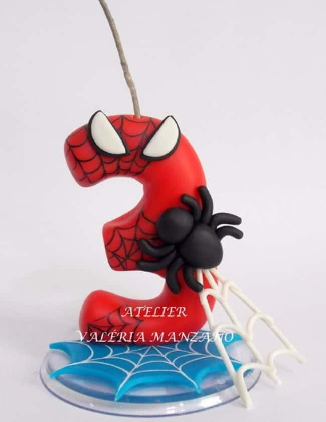 vela decorada do Homem Aranha para topo