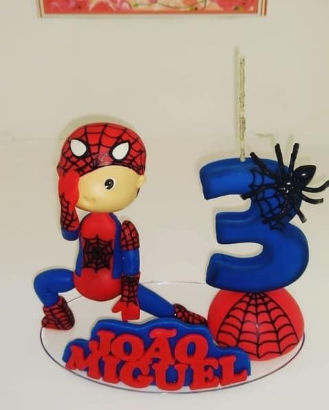 topo de bolo com vela personalizada do Homem Aranha