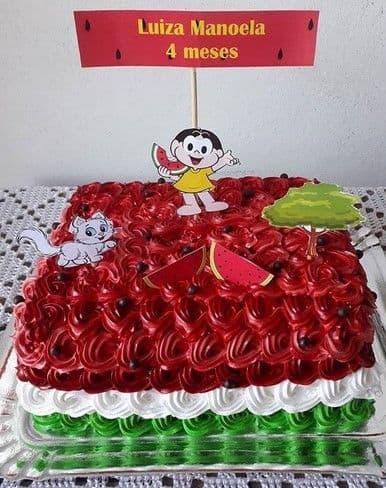 bolo quadrado decorado estilo melancia e com topper da Magali