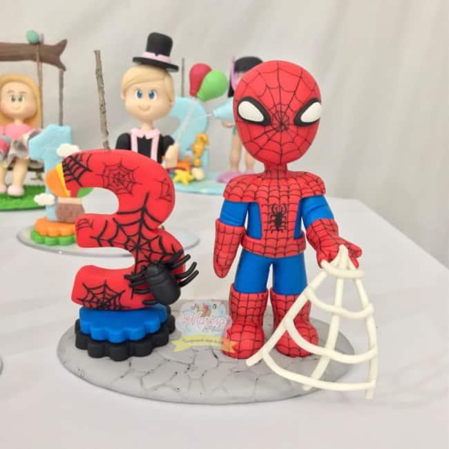 modelo de topo com vela do Homem Aranha