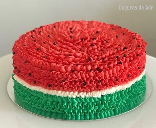 decoracao simples para bolo melancia de chantilly