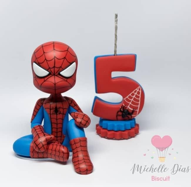 topo de bolo em biscuit do homem aranha