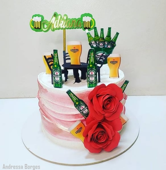bolo feminino com topo Heinecken
