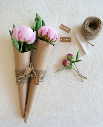 Cones de cartolina pra colocar flores