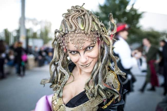Fantasia de Medusa sofisticada e cheia de detalhes